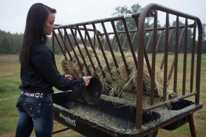 Murdoch's – Priefert - Pasture Horse Feeder with Hay Rack